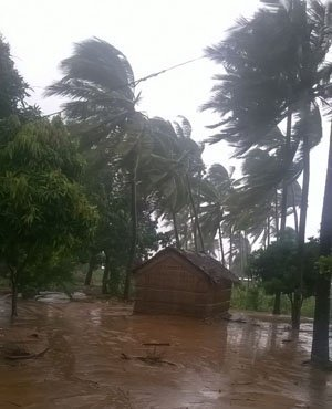 Authorities warn residents as Dineo bears down on Mozambique