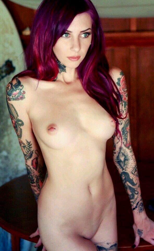 Фото голых девушки с татуировками