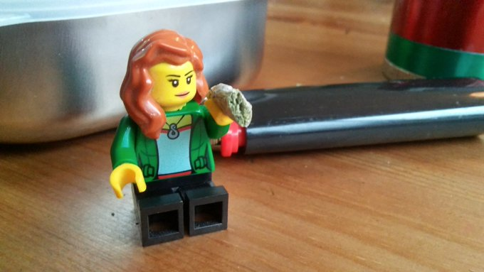 I made lego-me a little more accurate #minijoint #minifig https://t.co/elMJ3b1kHF