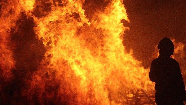Mujer fue lanzada a una hoguera en ritual religioso