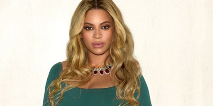 Green goddess! Beyoncé shares new pregnancy photos from Oscars weekend