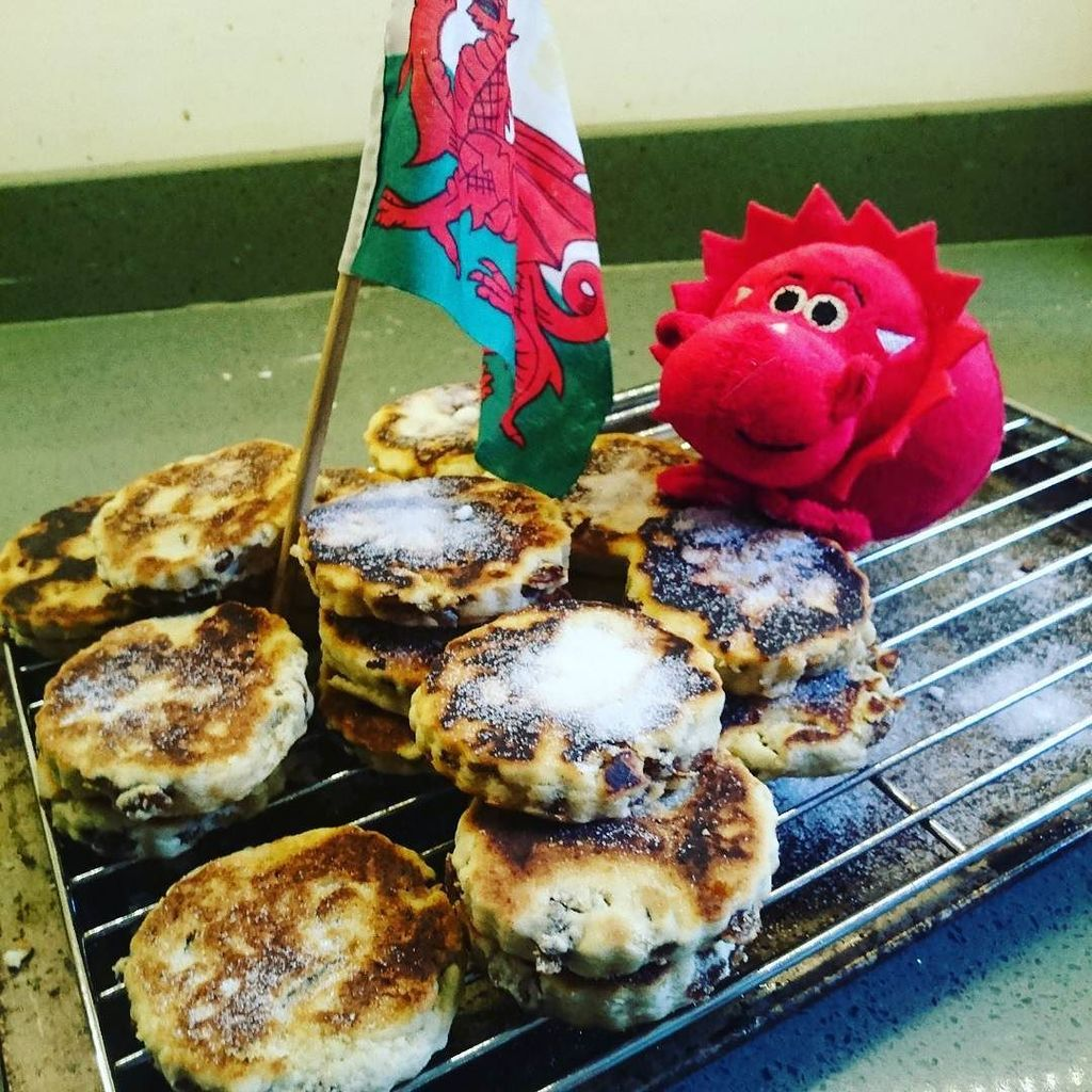 Happy St David's Day #welshcakes #dragon https://t.co/f2TPSLiOtE https://t.co/PgBWb9ltQf