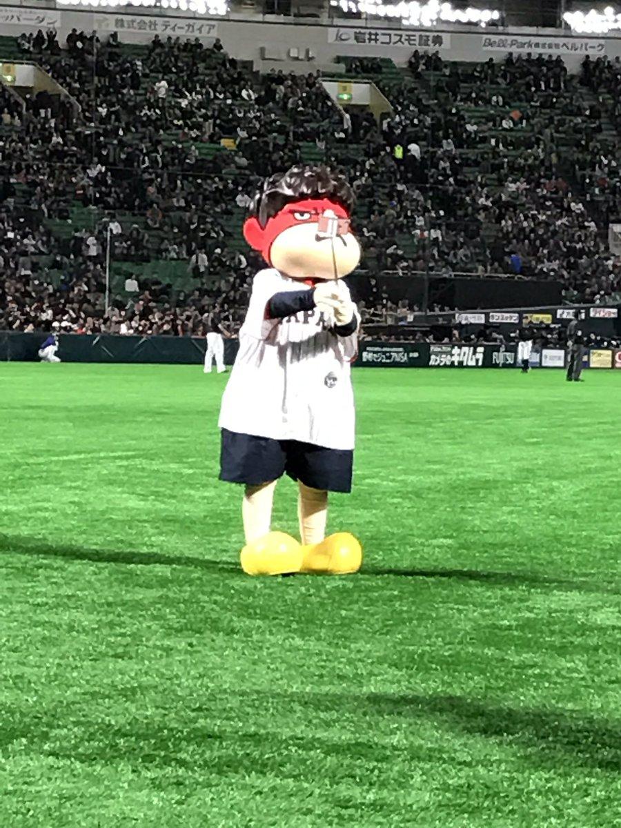 【鷹の爪×侍ジャパン】吉田くんが、自ら「自撮り棒ムービー」に挑戦する暴挙に出ました…。一体何が撮れたのか、乞うご期待。#