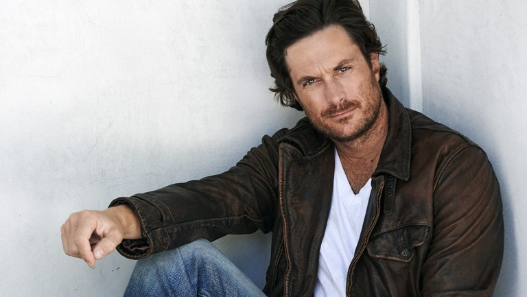 .@theoliverhudson to star in ABC's Emily Kapnek comedy