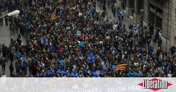 Manifestation géante à Barcelone pour l'accueil des réfugiés https://t.co/sV9LWbfUeG