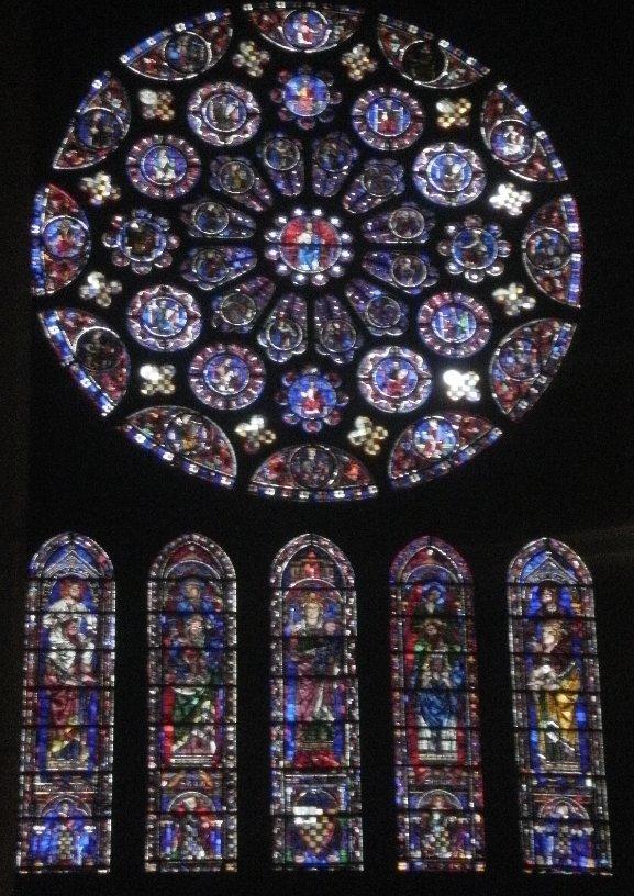 ええい当時のワガハイ写真下手くそかよ!シャルトル大聖堂のステンドグラス。このステンドグラスに使われてる青いガラスの色はシ