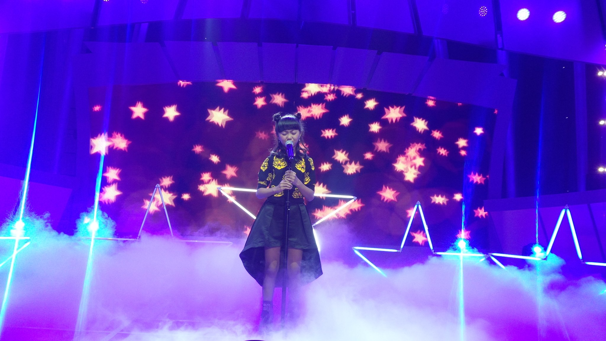 If i were a boy di bawakan dengan suara yg sgt spektakuler @SharonIdolJr #IdolJrDuetStar @Official_MNCTV https://t.co/JRbh9F4O0G