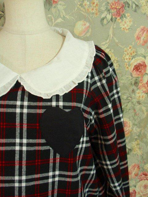 ハートの形のポケットが付いた、オシャレ&実用的なミニフリルワンピースです(^^♪気軽に着れる長袖タイプで、友達とのお出か