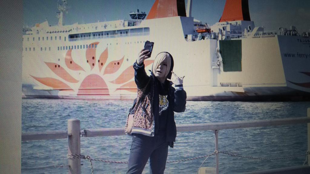 データ頂いた✨①クソカッコいいフェリーを見つけた大阪観光中のユリオ②ピロシキ(カレーパン)③ネックレスはGANGSTA.