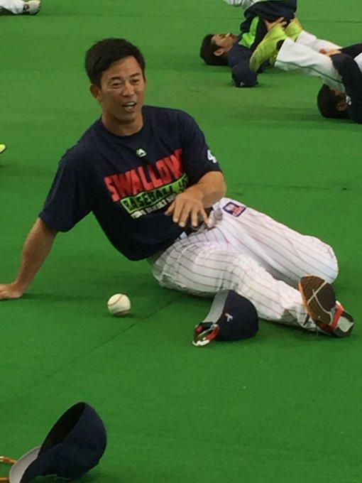おはようございます。 雄平さん、1人だけユニホーム間違えてますよ。なかなか気が付いてくれないまま練習に入りました。