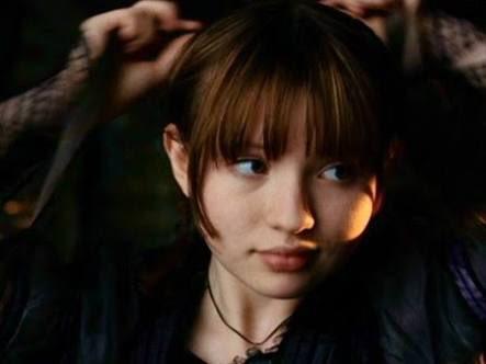 ネトフリのレモニースニケット、ゆっくり見てるけど、ヴァイオレット役のマリナちゃんがエミリーに似てて、意識してキャスティン