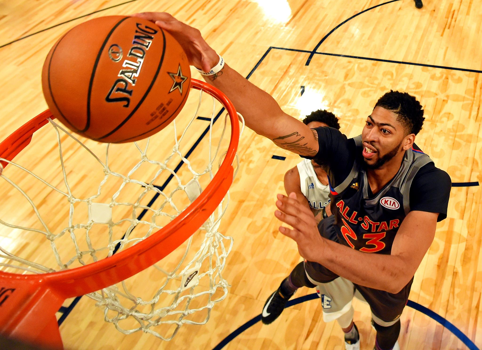 #AnthonyDavis sets #NBAAllStar record with 52 pts as West races past East  HIGHLIGHTS: https://t.co/m1DbAFy0lc https://t.co/cVBaoJrwdb