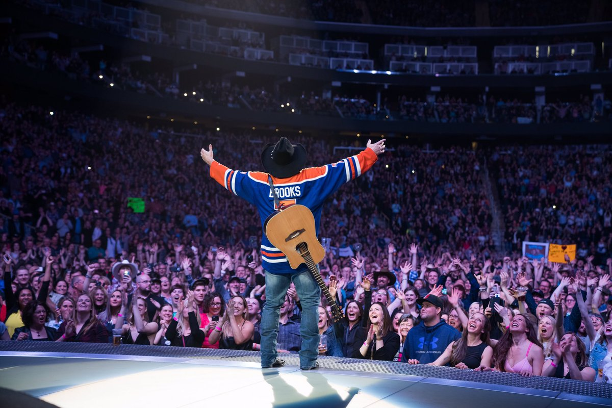 Edmonton THANK YOU for 3 AWESOME nights!!! 5 shows down, 4 to go!!! I LOVE you!!! love, g #GARTHinEDMONTON #yeg