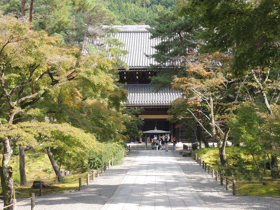【京だより】南禅寺境内の風景を引き続きお届けします。余計な解説が不要な美しさでした。今は冬ならではの境内が楽しめるんでし