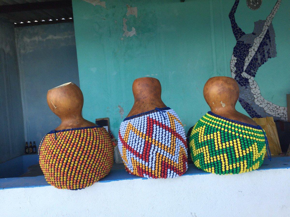 ブラジル仕入NEWSブラジルから、シェケレのひょうたんにビーズ巻くけど何色がいい?と聞かれたので、、、。。じゃあ、夏色で