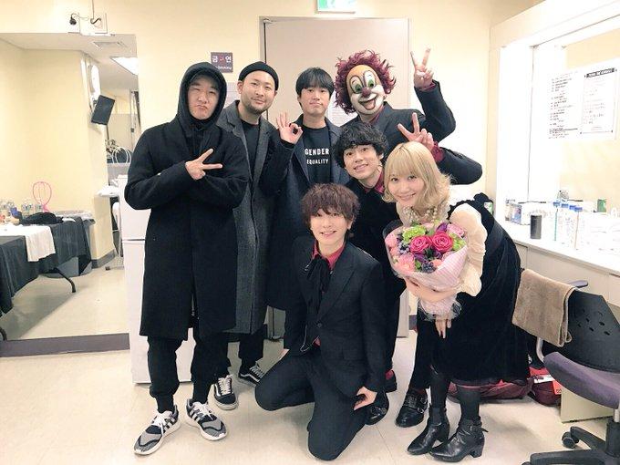 한국에서의 마지막 밤에 공연을 보러 와준 에픽하이 멤버들과 막걸리를 마셨어요. 즐거웠어~