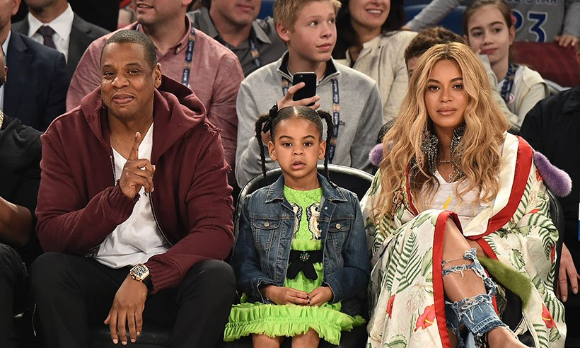 .@Beyonce kicked back with Jay Z and Blue Ivy at a basketball game, see the pictures here: