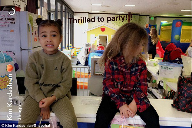 North West is so cute posing next to cousin Penelope Disick https://t.co/ZSxSHbv4Q8