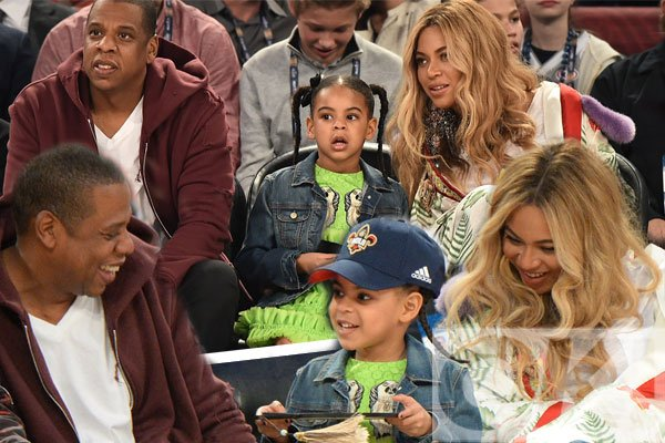 Pregnant @Beyonce and hubby Jay Z are all smiles during family day out with Blue