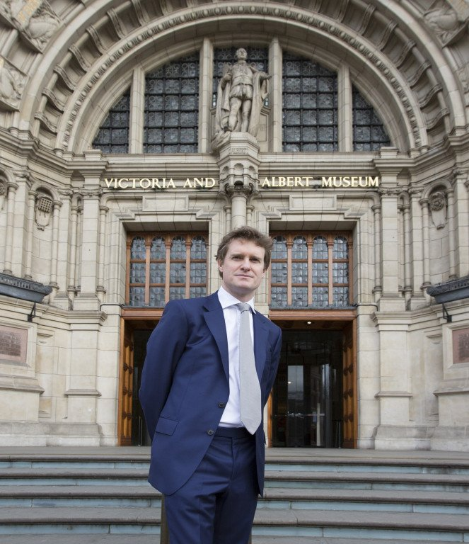 @V_and_A: We are delighted to welcome our new Director @TristramHuntVA, who starts at the Museum today https://t.co/Mkex9DBGZ9