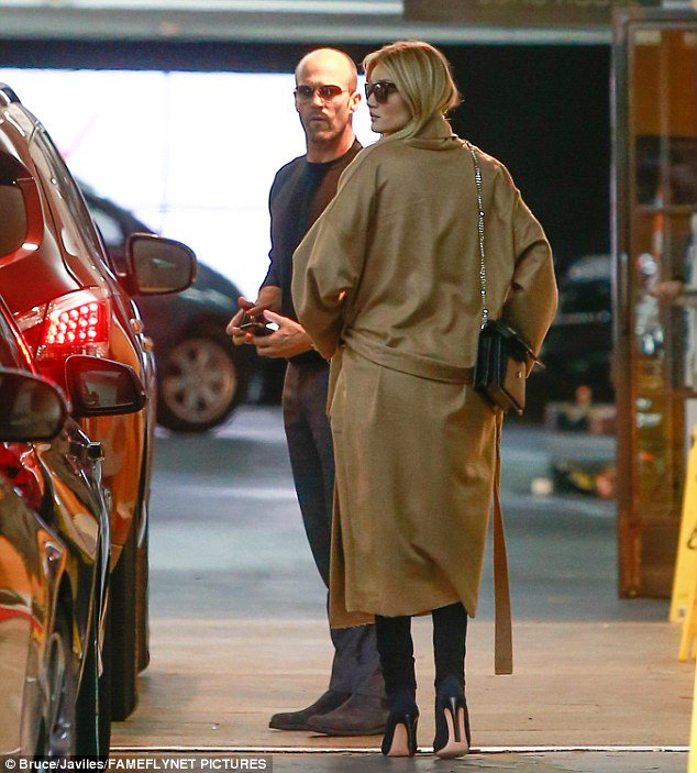 Rosie Huntington-Whiteley keeps her baby bump warm during outing with Jason Statham https://t.co/EUjTMA4C1K