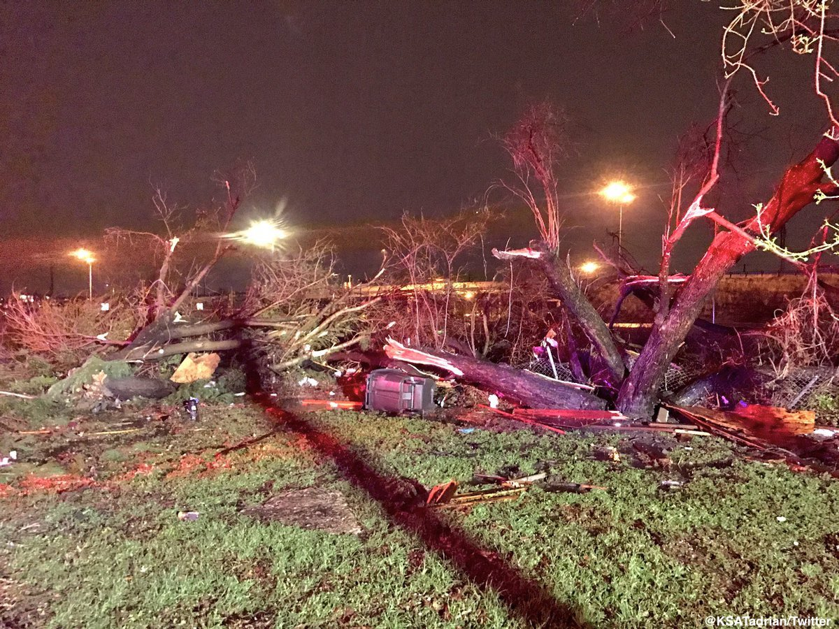Severe storm rips through San Antonio, damaging 100+ structures and leaving nearly 40,000 residents without power. https://t.co/C653bIcJ9Z