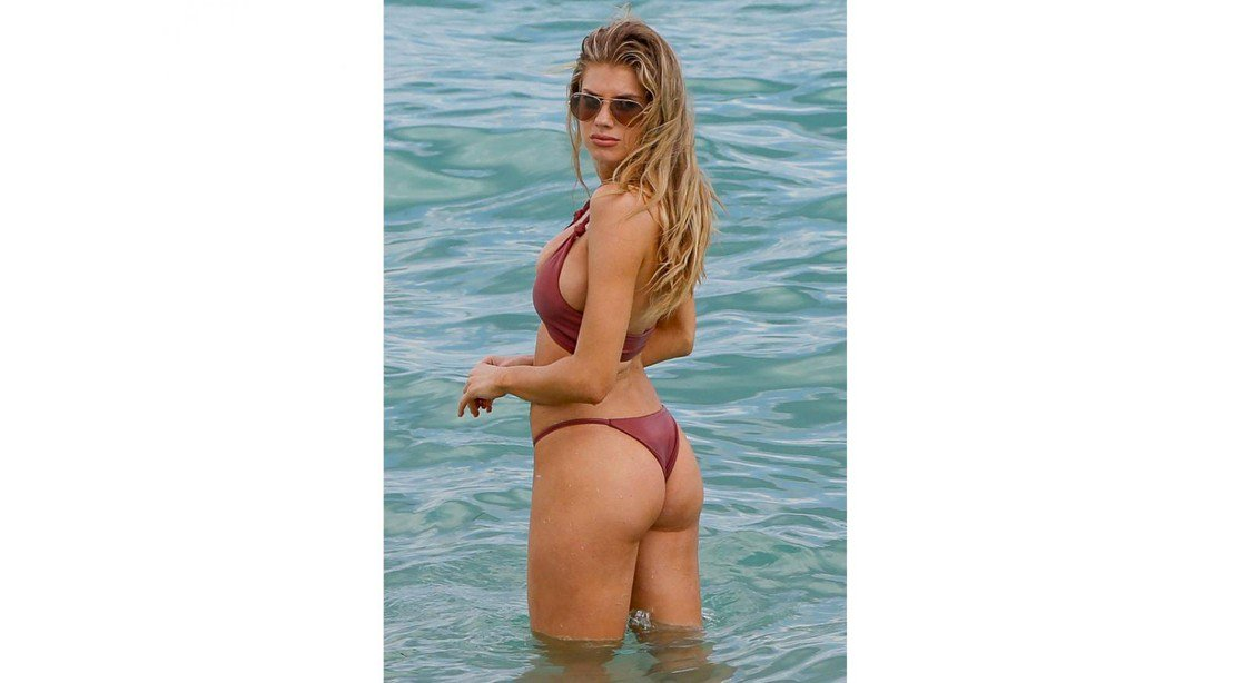 Charlotte McKinney bares some serious skin in Miami. https://t.co/iFvGKEFtGF