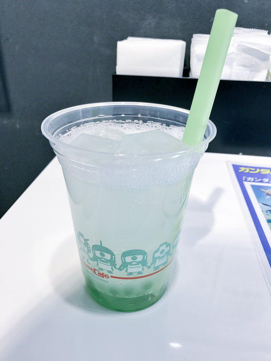 大江戸温泉では食べずにガンダムカフェでユニコーンガンダム覚醒モードとガンプラ焼き頂きましたガンダムさんを見上げながら食べ
