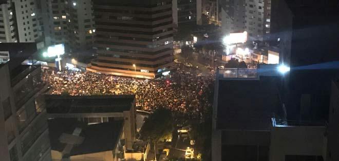 Ecuador en la calle noche y día, es ejemplo de valentía y de coraje para los venezolanos cuyas protestas duran 3 horas hasta que la TV se va