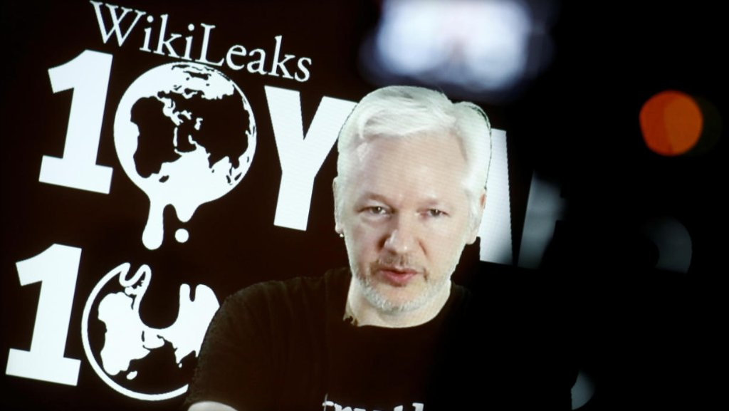 WikiLeaks founder Julian Assange tells conference that he's 'very happy' about fake news narrative: https://t.co/b1BfTOIA8Y