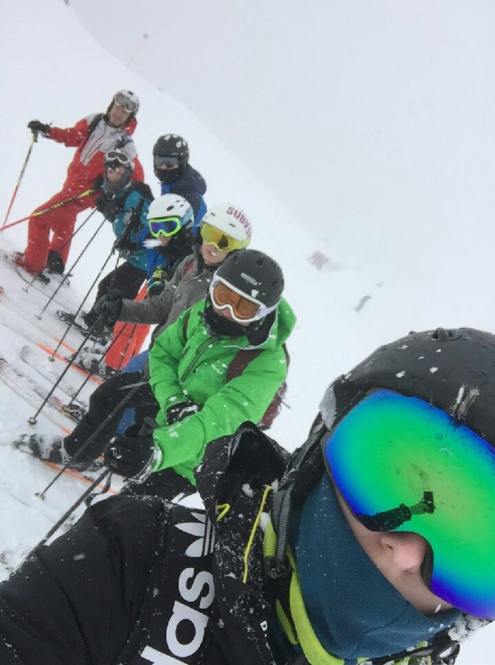 test Twitter Media - Lots and lots of snow! Another day on the slopes! #Obertauern #Austria17 🇦🇹 https://t.co/k62pIzlRbT