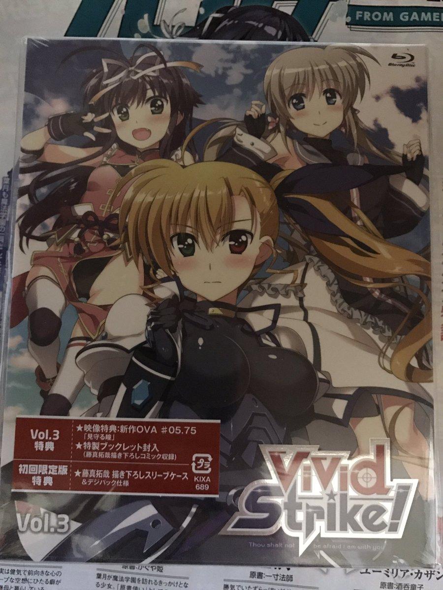 第3巻買ってきたぞ\(^o^)/OVA見るぞぉー(≧∇≦)/#vvst #vivid_strike