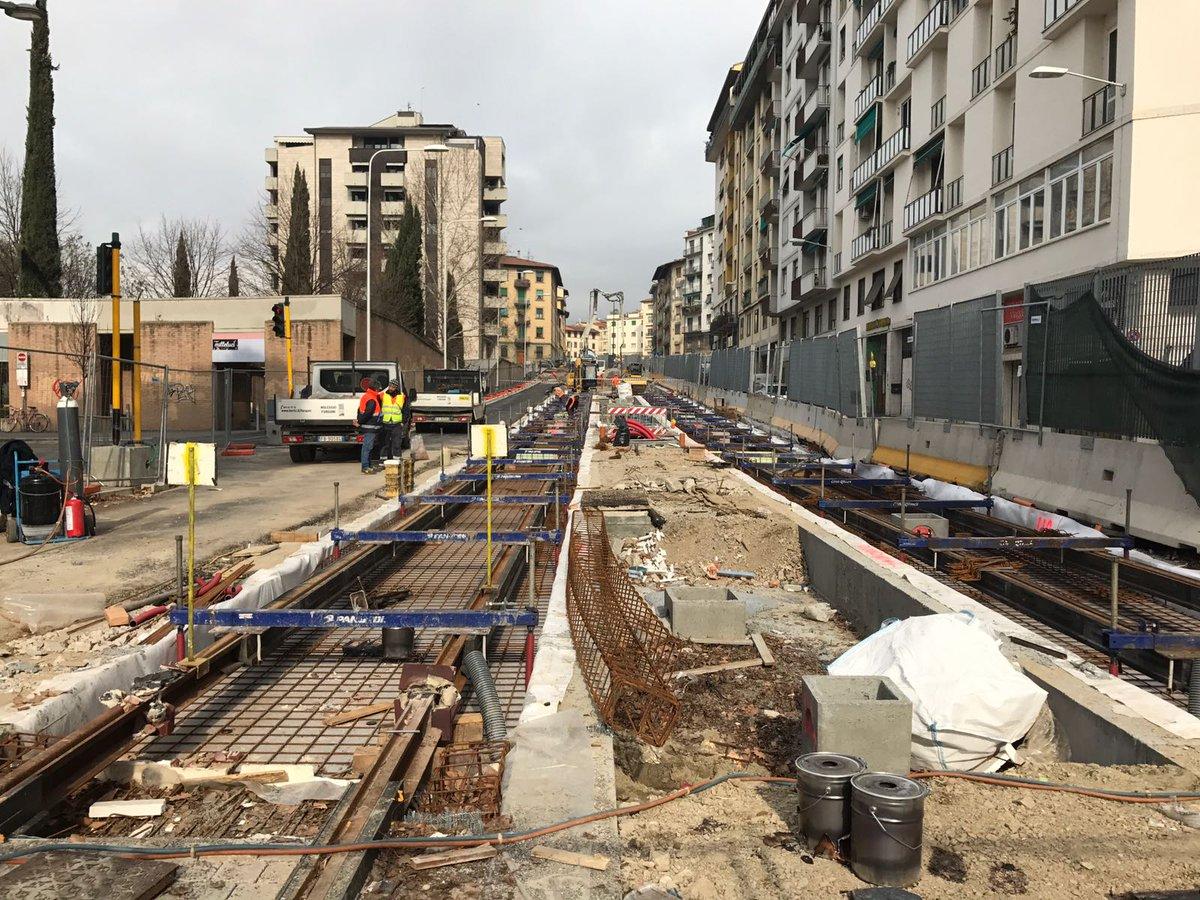 """RT @Ste_Giorgetti: Ecco l'ultimo tratto dei binari in piazza Leopoldo #tramviaFi #linea3 #Firenzacambia #avanticosì https://t.co/rPmHSBV8km<a target=""""_blank"""" href=""""https://t.co/rPmHSBV8km""""><br><b>Vai a Twitter<b></a>"""