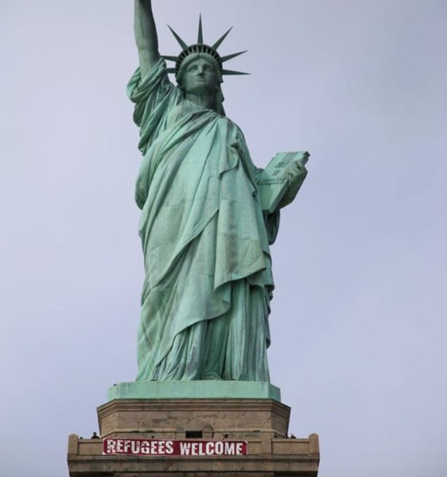 Activists just put a giant 'REFUGEES WELCOME' sign on the Statue of Liberty: https://t.co/AxuKDPbSPc