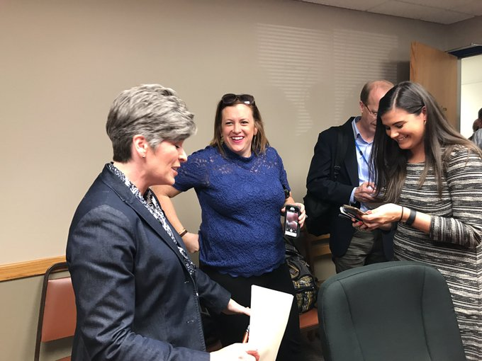 #Ernst ended her event after 45 minutes and that one Obamacare question. Spoke with press for 5 minutes afterward.