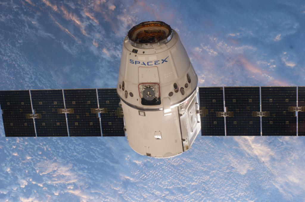 Set your alarm! Watch @SpaceX's #Dragon cargo spacecraft arrives at @Space_Station for capture starting at 4:30am ET https://t.co/yEieAOMGSP