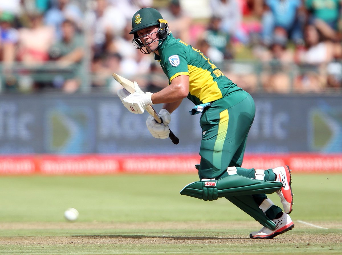 SA 164/4 after 32 overs. RR 5.13, need 126 to win. de Villiers 30*, Miller 14. #ProteaFire #NZvSA