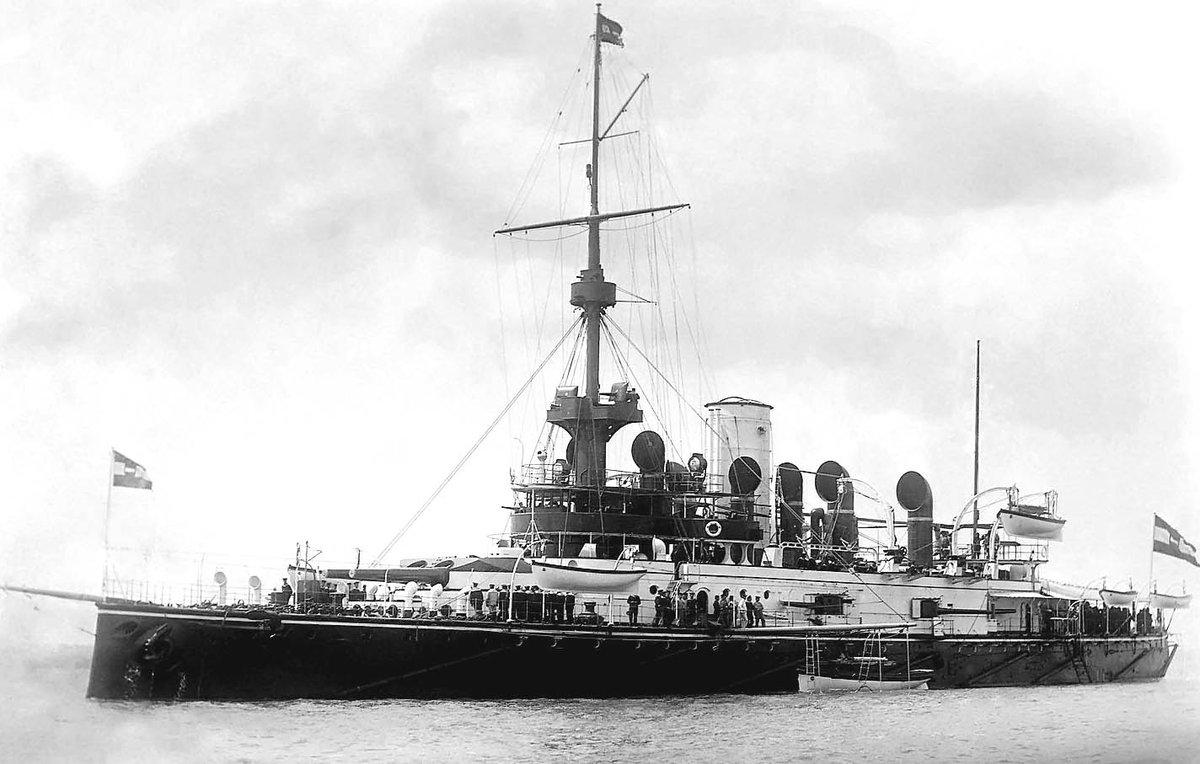 test ツイッターメディア - オーストリア・ハンガリー帝国海軍 海防戦艦 ウィーン    1898年トリエステのSTT社造船所で建造された。 第一次世界大戦中の1917年にトリエステ港沖にてイタリア海軍の魚雷艇から雷撃を受け大破、そのわずか5分後に横転沈没した。https://t.co/7SLLhgc3zr
