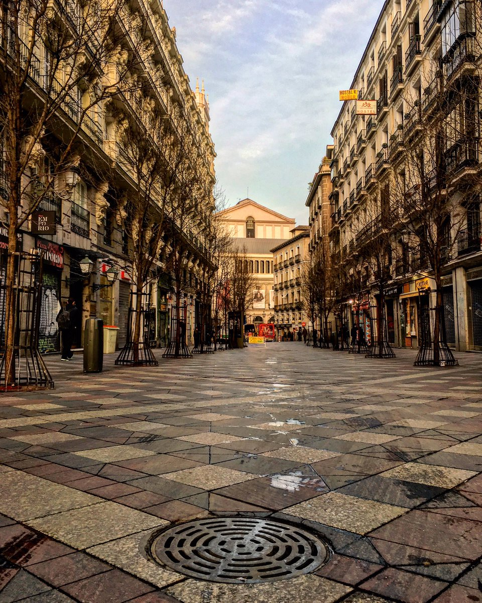 """""""Jamás se penetra por la fuerza en un corazón"""" ❤ ¡Buenos días desde la Calle Arenal! 😊 #madrid #felizmiercoles"""