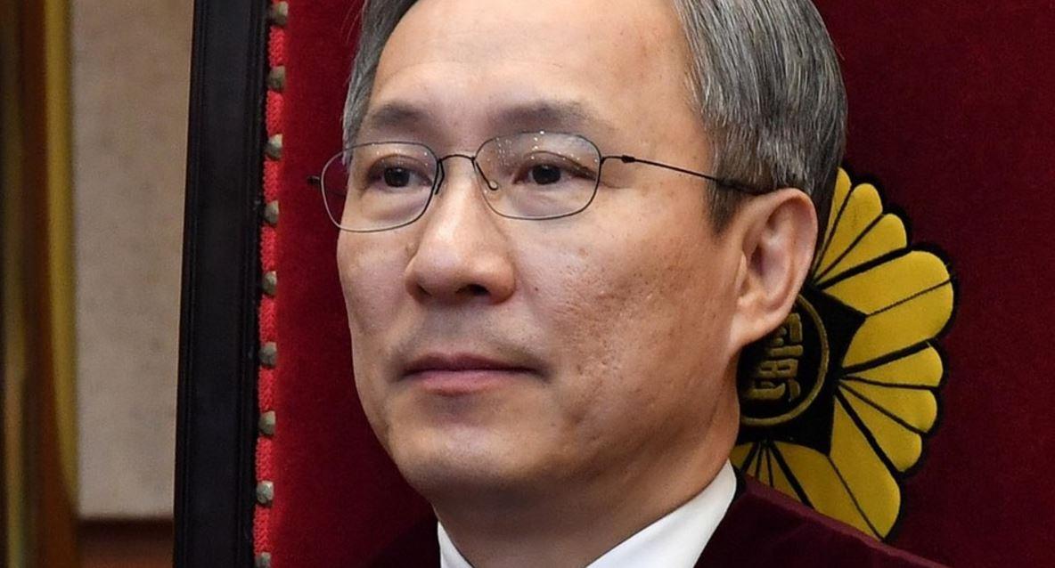 """강일원 재판관 """"주심 재판관 비판은 유감"""" https://t.co/muOY7Lm2Mi"""