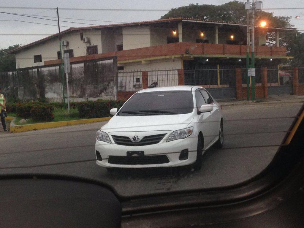#Alerta Nos siguen permanentemente vehículos del Sebin. Advertimos al régimen que seguiremos adelante gira #VenezolanosSinPasaporte #Táchira