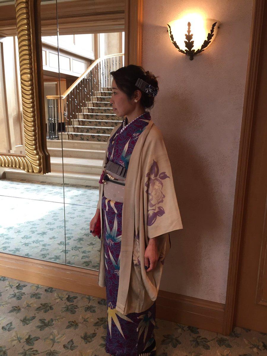 今日の平日モダコマ会はロイヤルパークホテルでアフタヌーンティー。麻のハ堂さんコーデだったよ。髪と帯周りは自作多め。安定の