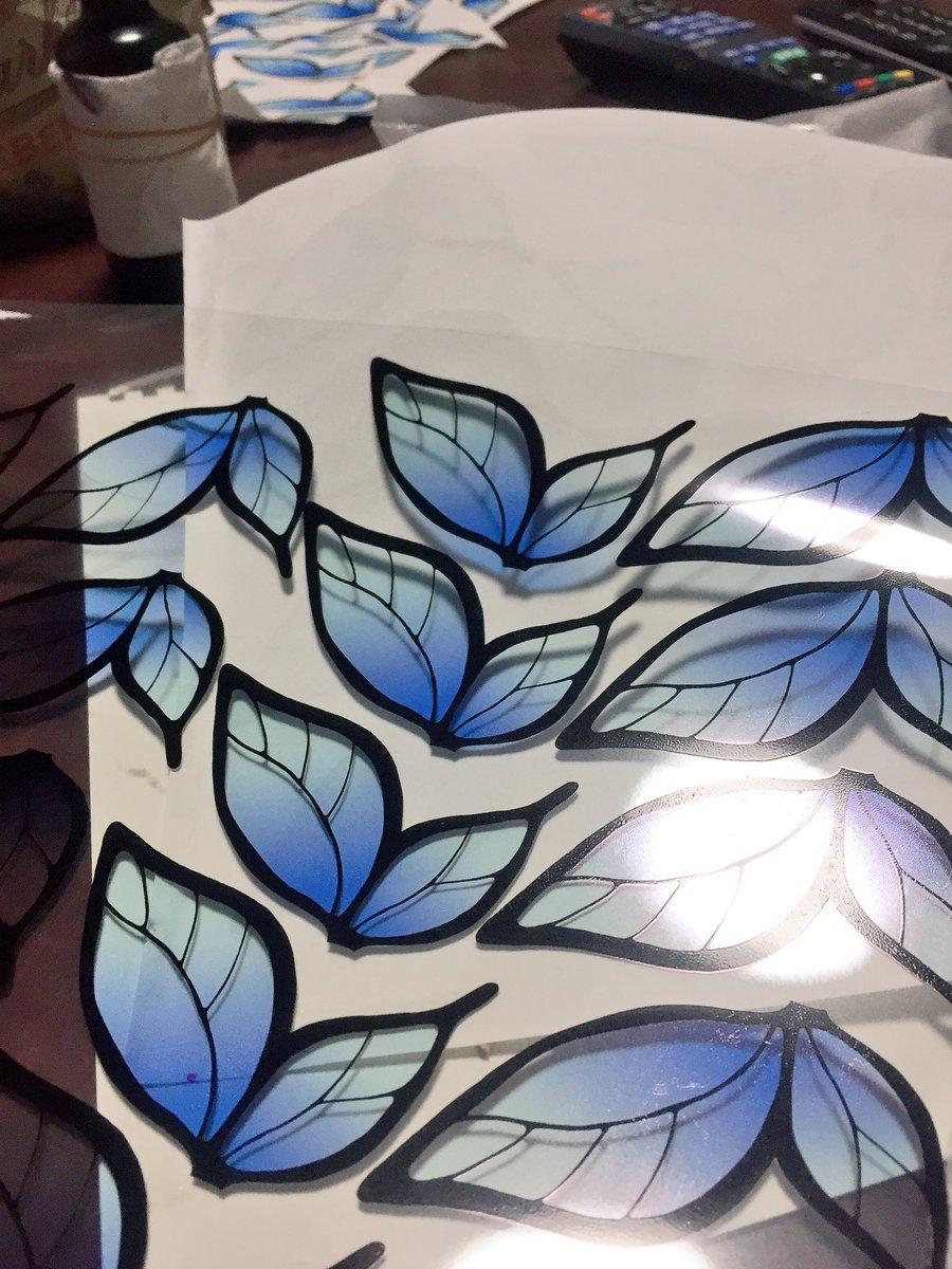 友人に、はがないキャラの蝶々ピン作って〜って言われたので、フィルムに印刷して試行錯誤してるけど、羽根の残骸が出来すぎて酷
