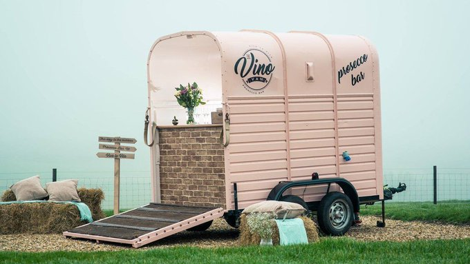 Meet the woman who converted a trailer into a prosecco-filled vino van https://t.co/YJa014O0nl