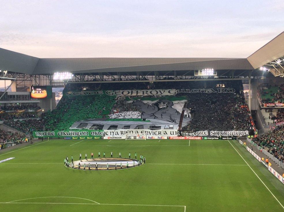 Les tifos des supporters stéphanois ce soir. (📸 @Site_Evect / @Goal_com_France)
