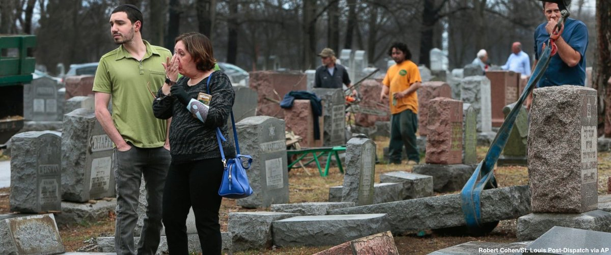 Crowdfunding campaign started by Muslim activists raises $74,000 to repair vandalized Jewish cemetery near St. Louis https://t.co/sueFwhh9p3