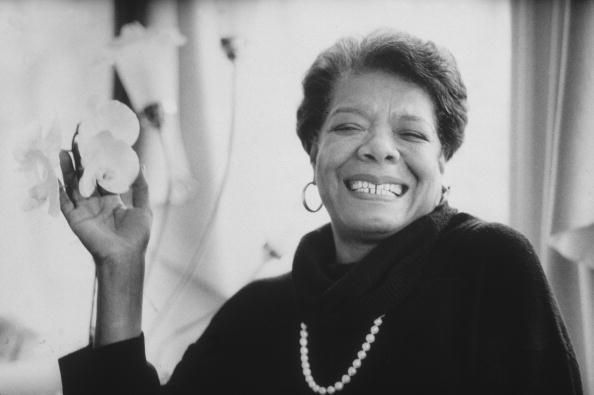 The closest we'll get to the miraculous today: Maya Angelou recites her poem 'Phenomenal Woman' https://t.co/YOJf1lwyog
