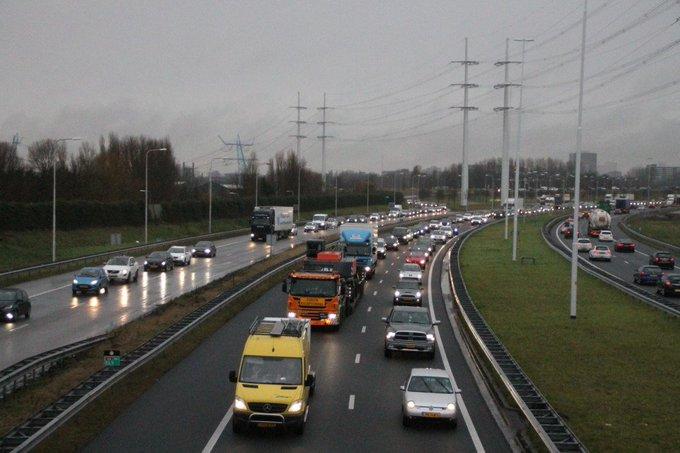 RT @klavertje17: Twee foto's van de file op de A4 in Den Hoorn @WestlandersNu @HenkNieuws @vid @ANWBverkeer https://t.co/hMiAMOsy7A