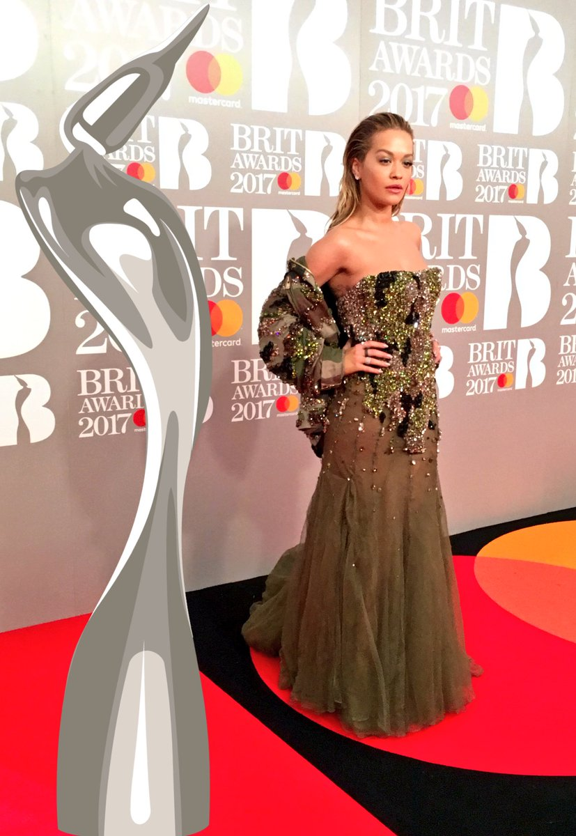 RT @BRITs: ???? @RitaOra is a glowing goddess on our #BRITs Red Carpet!! ???? https://t.co/T7q8h0mFKN