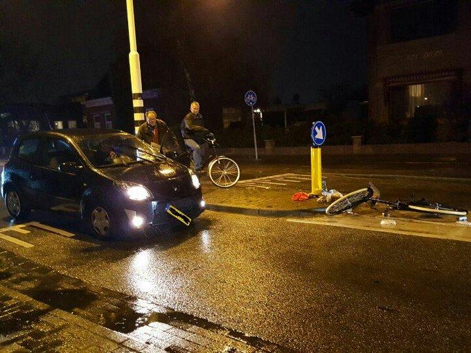 Kwintsheul Aanrijding letsel aan de Heulweg Fietser / auto  Fietser lig in de ambulance. https://t.co/DxHkRgHFh8